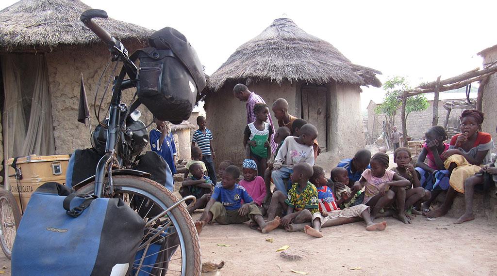 Uno de los poblados en los que Isabel y Carmelo se detuvieron en su aventura africana