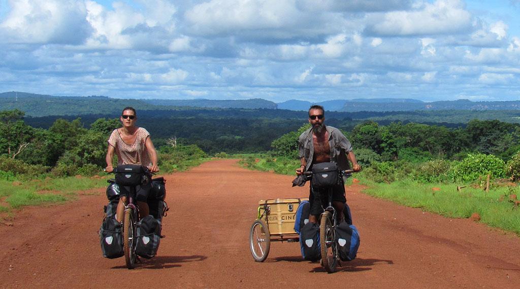Isabel Segura y Carmelo López en un momento de su aventura africana