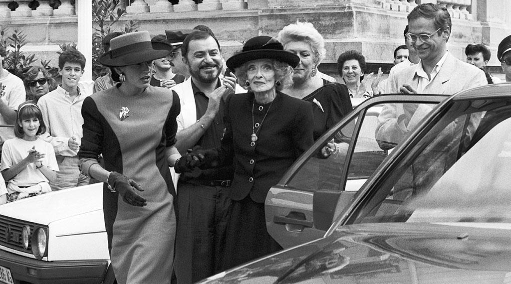 Bette Davis a su llegada al Festival de San Sebastián